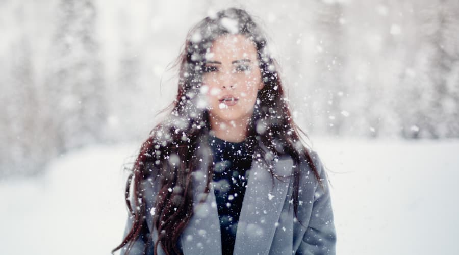 Winter Weather Walking - Women Walking in Snow - Tunbridge Wells Chiropractic Clinic